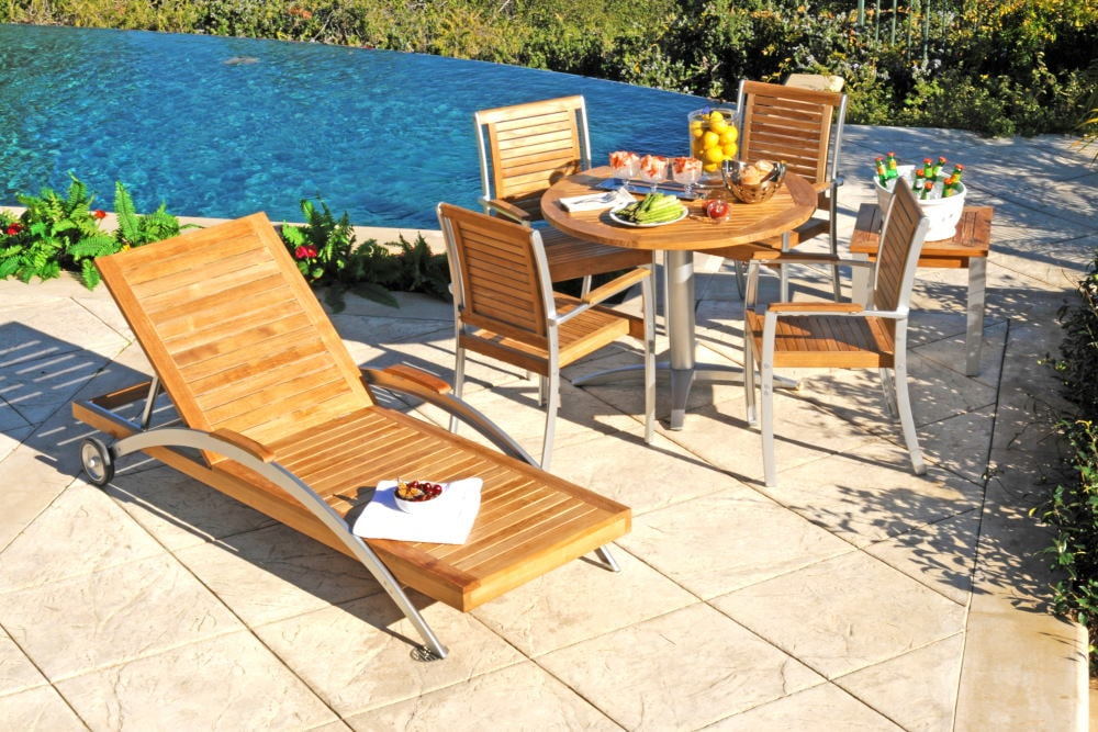 Outdoor Product Photography of a complete teak set
