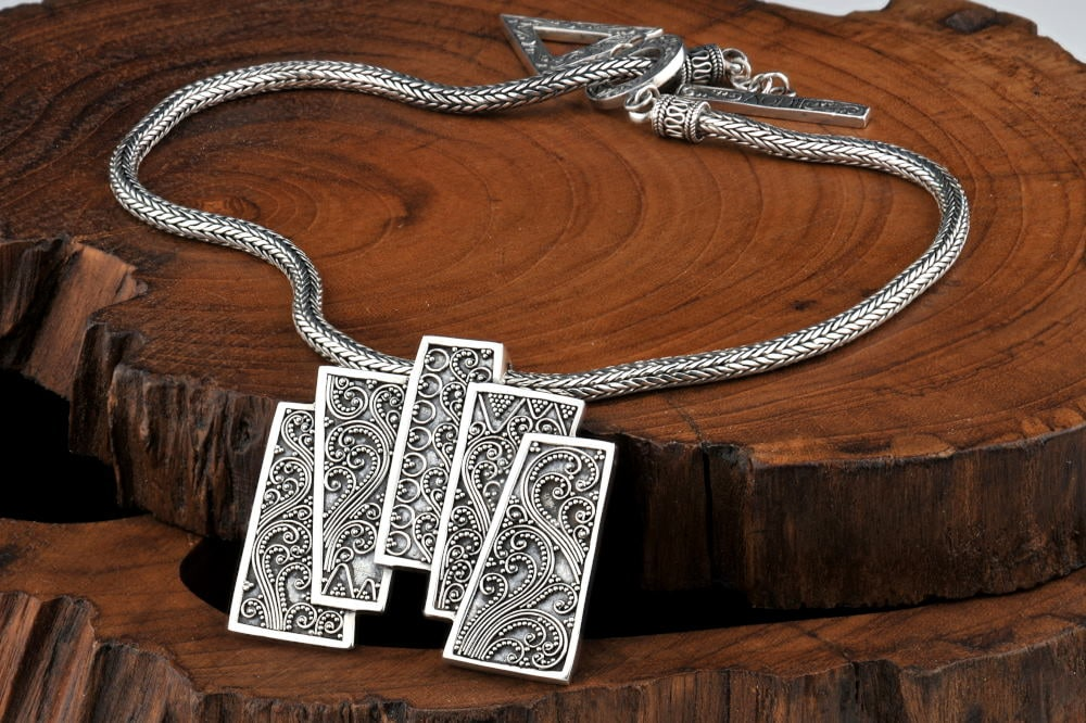 Product Photography of a classy neckless